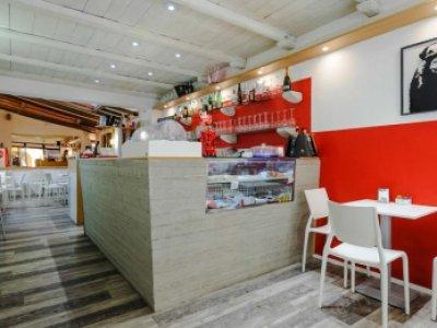 Arredamento per bar con banconi personalizzati padova for Arredo bar lecce
